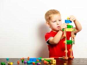 Care este legătura dintre jucăriile educative şi capacitatea de concentrare a copilului